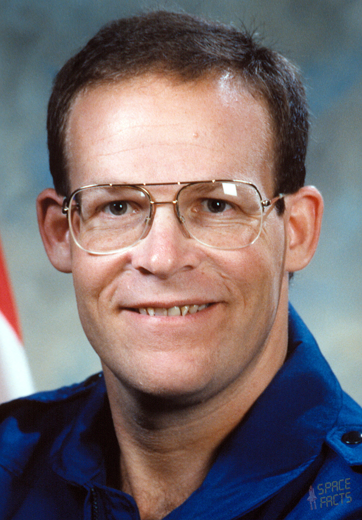 astronaut biography  glynn holt