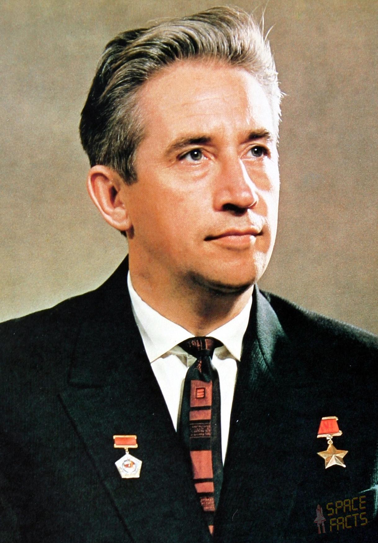Personal life of Anton Feoktistov 28
