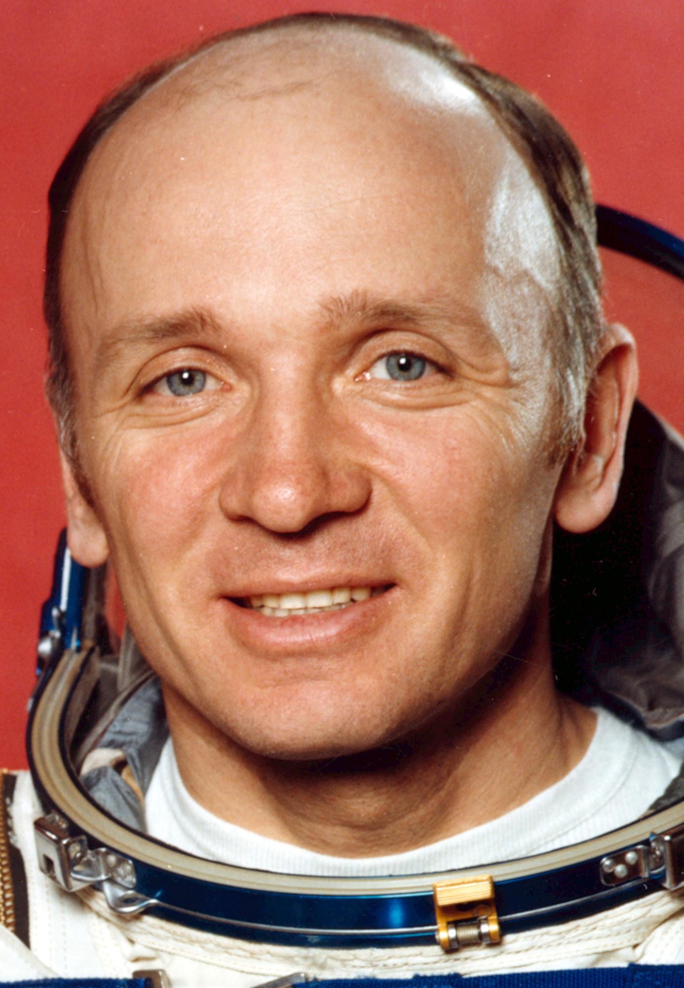 http://www.spacefacts.de/bios/portraits_hi/cosmonauts/lebedev_valentin.jpg