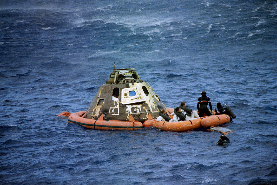 File:Apollo-15 recovery.jpg - Wikimedia Commons