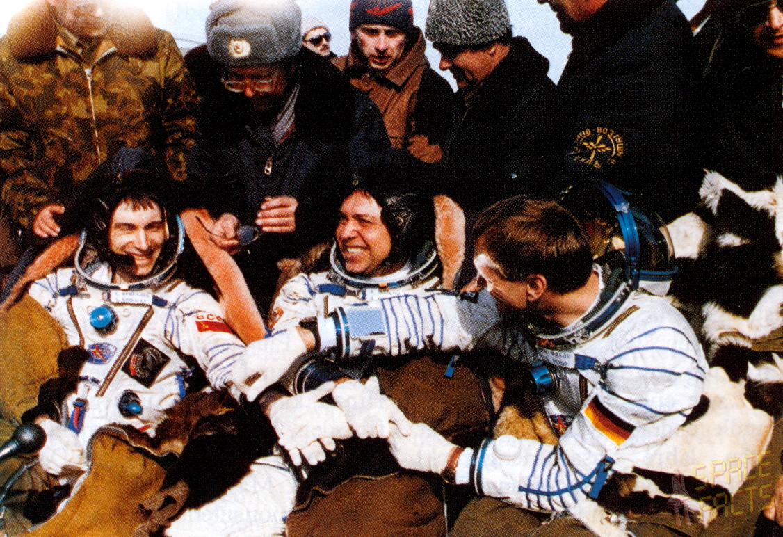 Soyuz TM-13 recovery