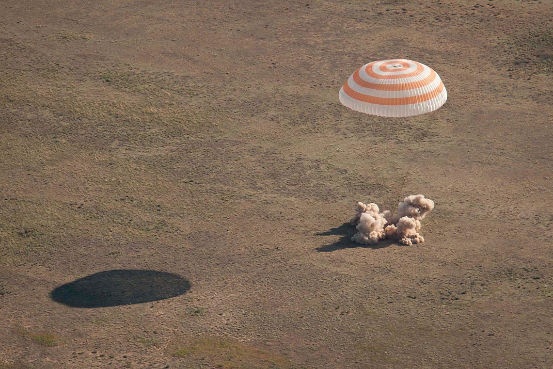 russian spacecraft landing - photo #1