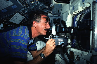Hoffman an Bord des Space Shuttle
