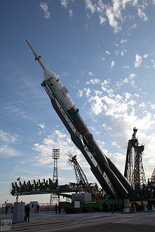 Soyuz TMA-14 erection