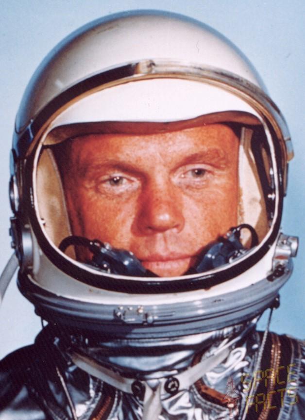Astronaut John Glenn Jr. - Pics about space