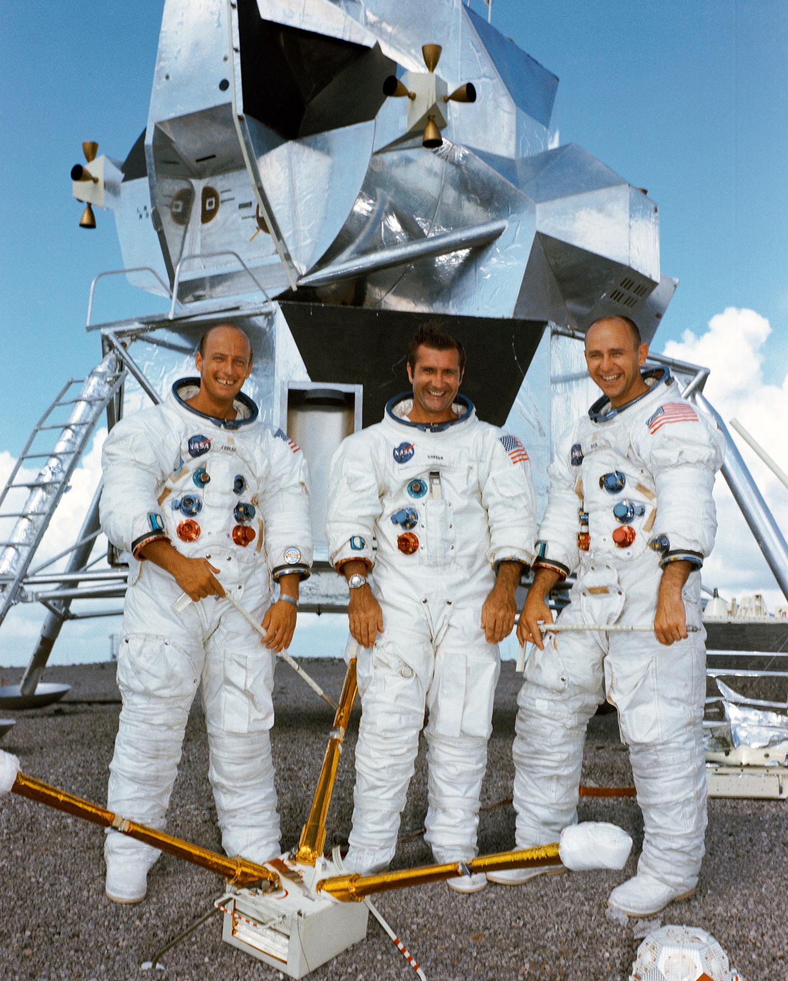 Spaceflight mission report: Apollo 12